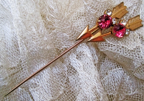 Vintage Goldtone Stick Pin With Arrows & Rhinestones