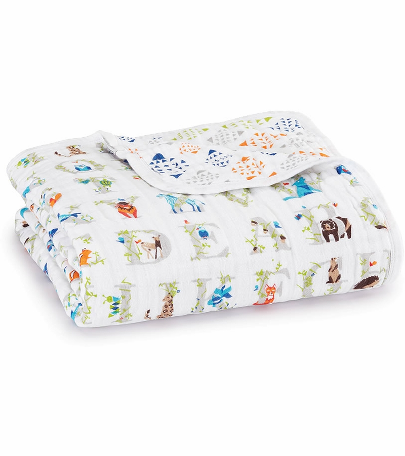 These super soft muslin aden + anais swaddle blankets make a great gift for new moms!