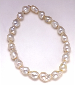 15mm x 18mm White Baroque South Sea Necklace