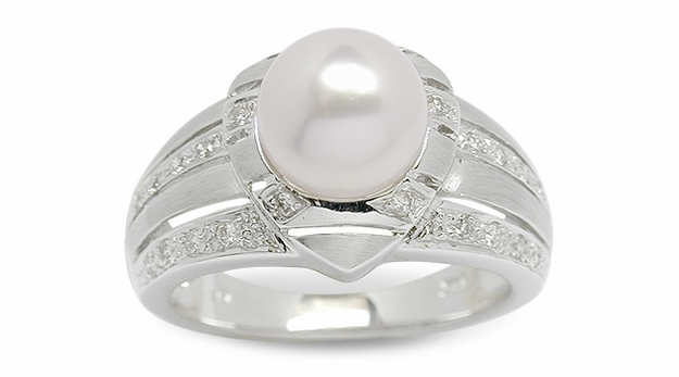 Amore a Japanese Akoya Cultured Pearl Ring
