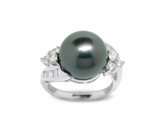 Avernus a Black Tahitian Cultured Pearl Ring