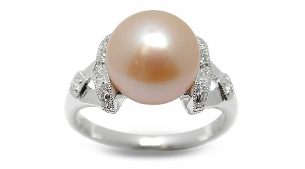 Dalia a Peach Freshwater Cultured Pearl Ring