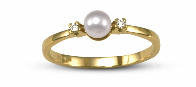 Dido a Japanese Akoya Cultured Pearl and Diamond Ring