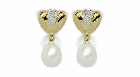 Fanny a Japanese Akoya Cultured Pearl Earring