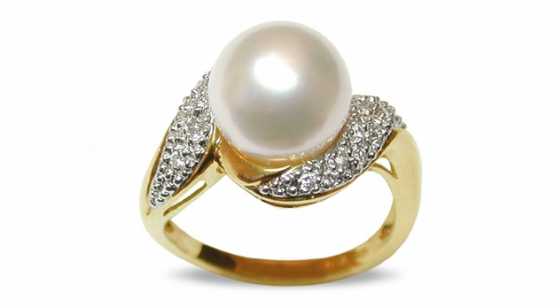 Fiti a White Australian South Sea Cultured Pearl Ring