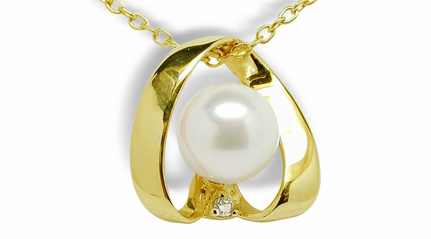 Flair a Japanese Akoya Cultured Pearl Pendant