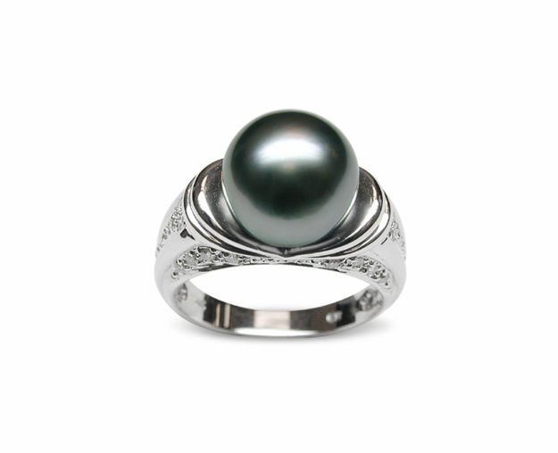 Inanna a Black Tahitian Cultured Pearl Ring