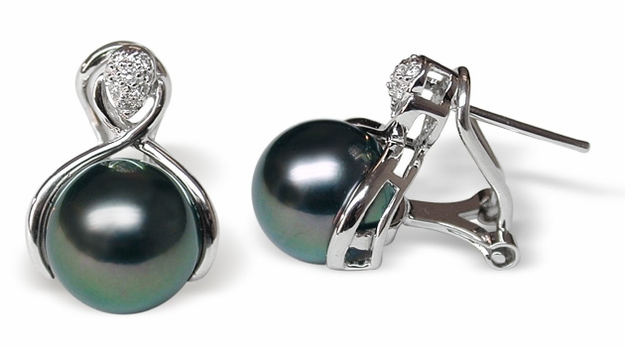Lamia a Black Tahitian South Sea Cultured Pearl Earring
