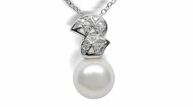 Rouge a Japanese Akoya Cultured Pearl Pendant