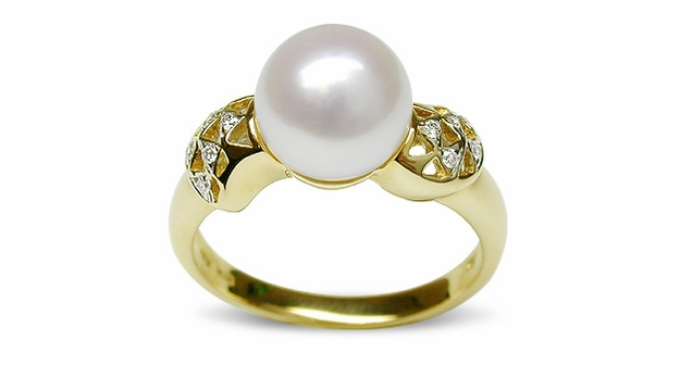 Rouge a Japanese Akoya Cultured Pearl Ring