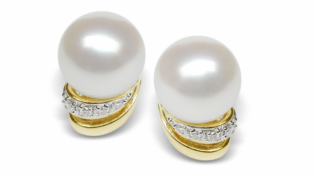 Summer Wind a Japanese Akoya Cultured Pearl Earring