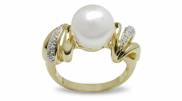 Summer Wind a Japanese Akoya Cultured Pearl Ring