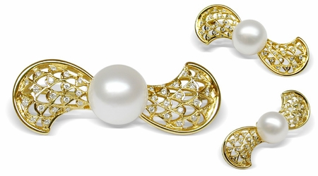 Themis White South Sea Pearl Brooch