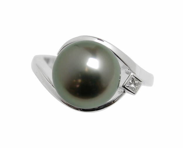 Wish a Black Tahitian South Sea Pearl Ring