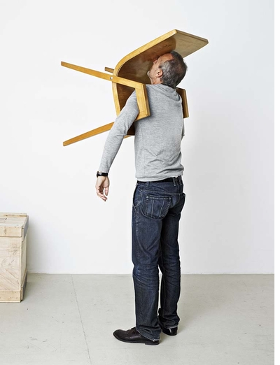 'Erwin Wurm: One Minute Sculptures' and the involuntary, inadvertent, unpredictable and idiotic