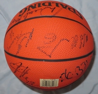 1996-97 Dallas Mavericks team autographed mini NBA basketball (Michael Finley Derek Harper Jim Jackson)