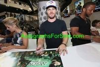 Arrow cast autographed 2016 Comic-Con poster (Stephen Amell Willa Holland David Ramsey Emily Bett Rickards)