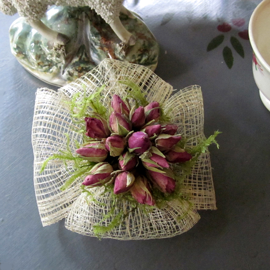 Making flowers from fabric with your own hands: 10 stages of the master class 81