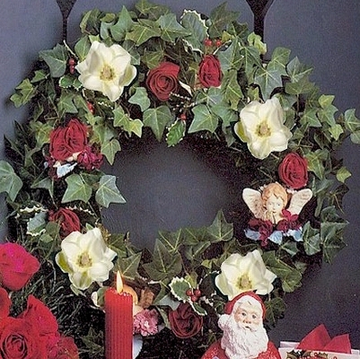 Diy How To Make A Wreath Of Magnolias Roses Ivy