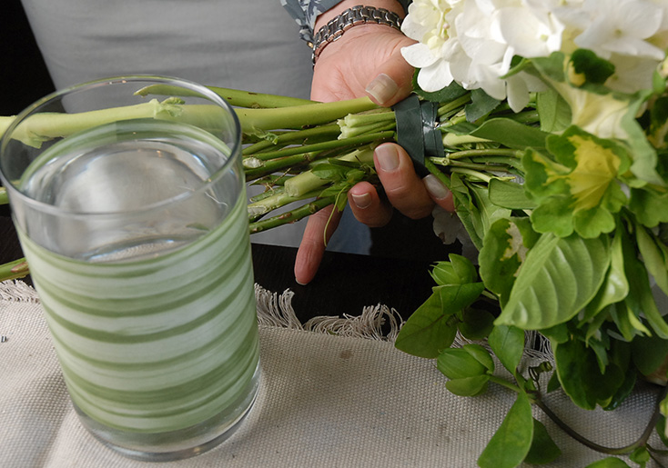 How to Make a Centerpiece Bouquet