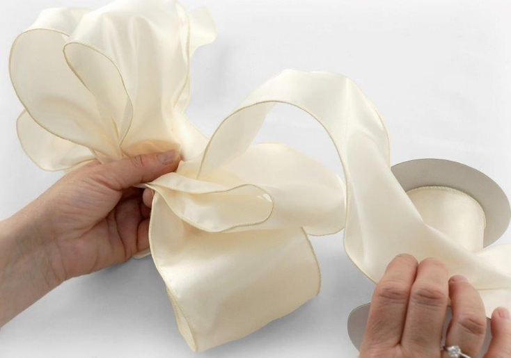 How To Make a Floral Bow