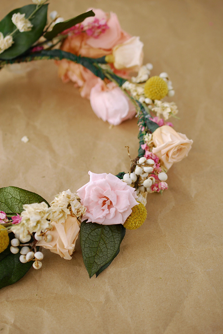 To make a flower crown how to make a flower crown izmirmasajfo Images