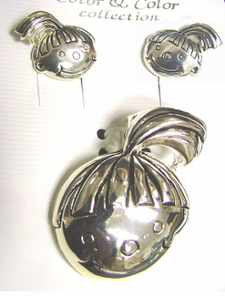 Cute Kids Silver Plated Pin/Pendant Set