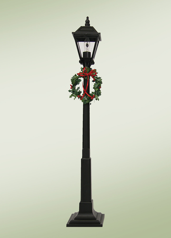 Byers Choice Accessory - Decorated Lamp Post 2018