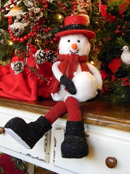 "Decorative Figurine - ""Sitting Snowman"""