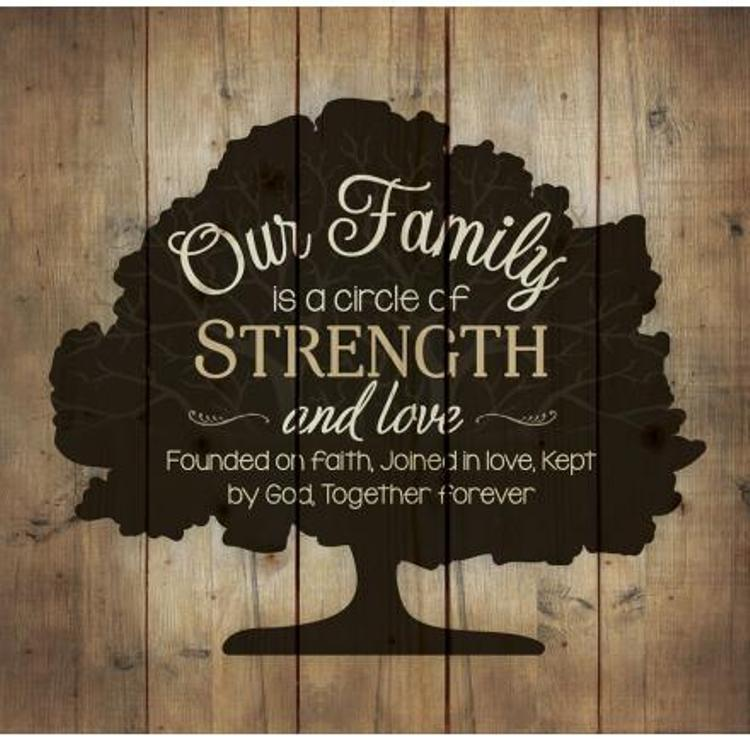 Decorative Pine Pallet Wall Sign - Our Family is a Circle - 24.75in X 24in