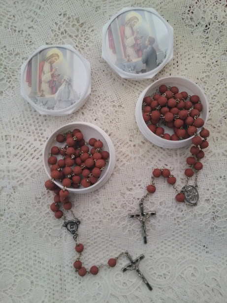 1ST COMMUNION GENUINE ROSE PETAL ROSARY IN PROTECTIVE BOX