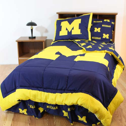 michigan bed in a bag queen with team colored sheets. Black Bedroom Furniture Sets. Home Design Ideas