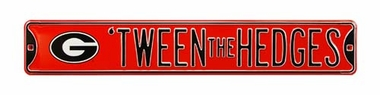 Tween The Hedges Street Sign