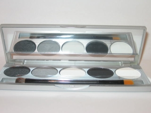Eyeshadow kit Monochrome Blacks/Whites