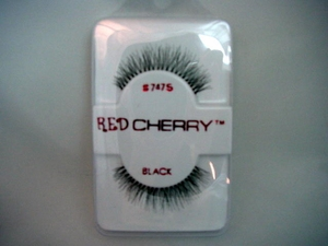 FULL AND WISPY BLACK FALSE EYELASHES 747M