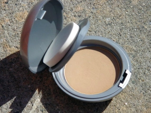 how to use mineral powder foundation wet