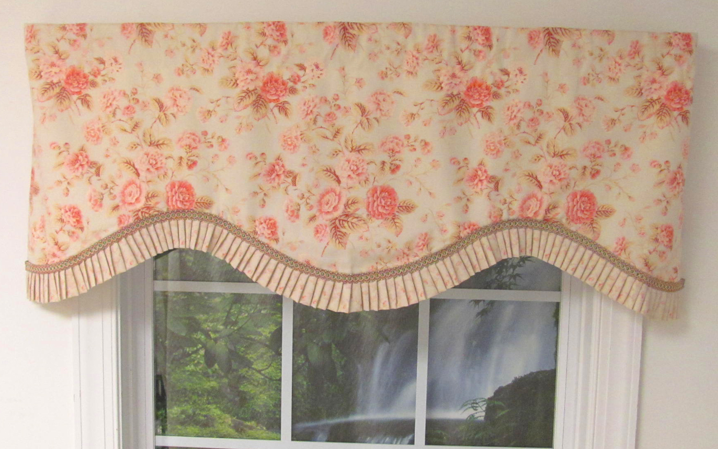 Flat Roman Shade With Trim