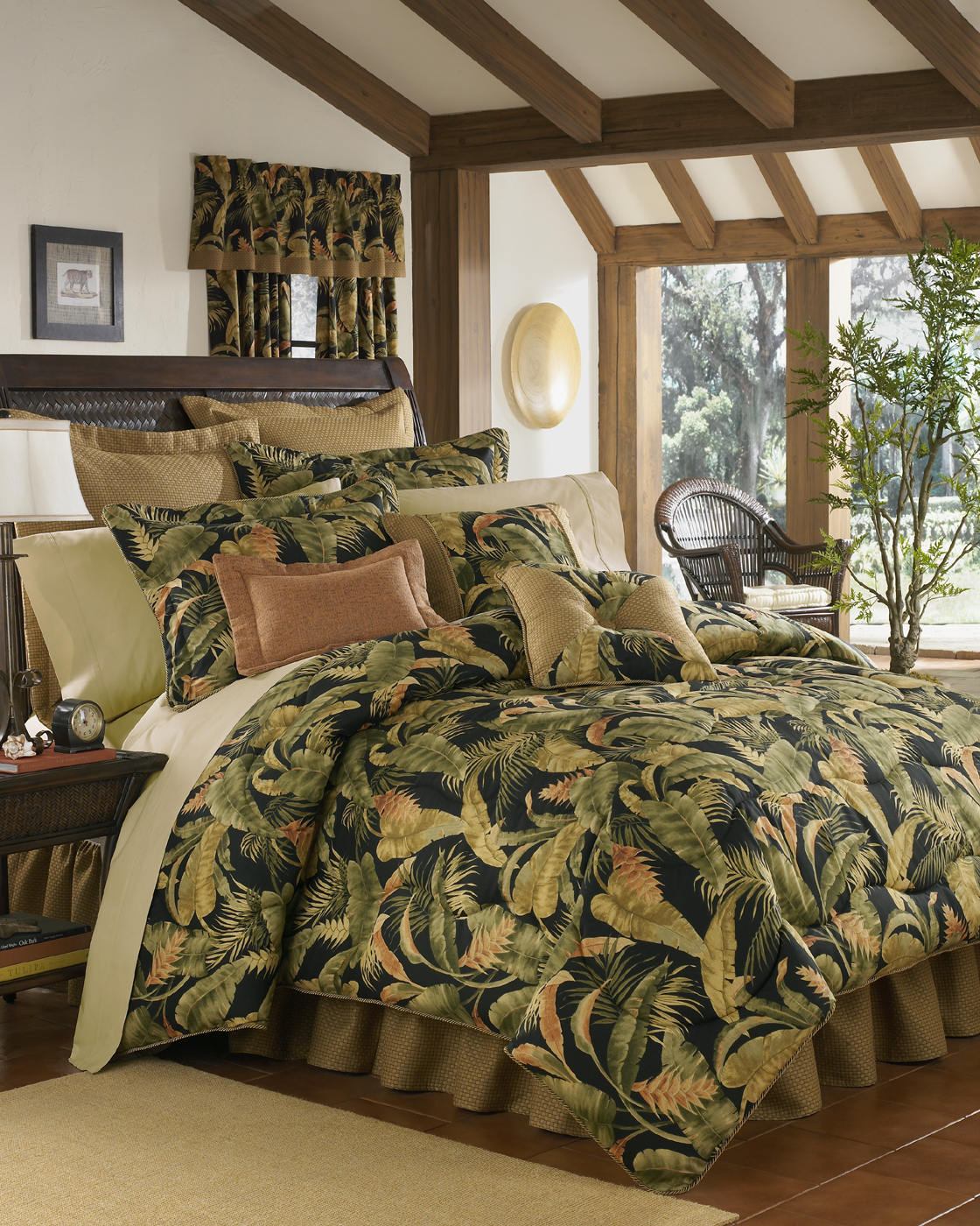 La Selva Black Comforter Set By Thomasville