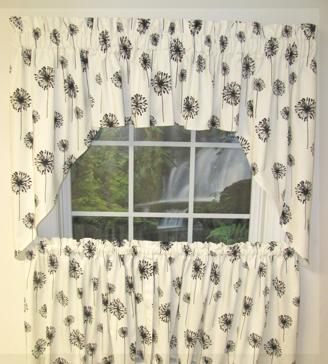 black and white swag curtains home the honoroak. Black Bedroom Furniture Sets. Home Design Ideas