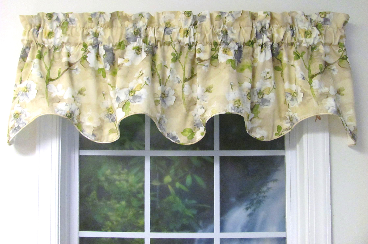 Relatively Scalloped Valances: Patterned, Solid-Colored, Double RW61