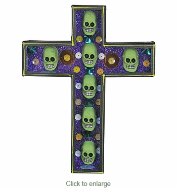 Skull Diorama Cross