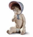 Lladro Girl with bonnet Figure