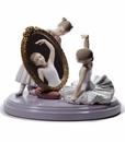 Lladro My Perfect Pose Porcelain Figurine