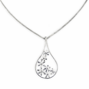 FinnFeelings Silver Flowers Pendant Necklace