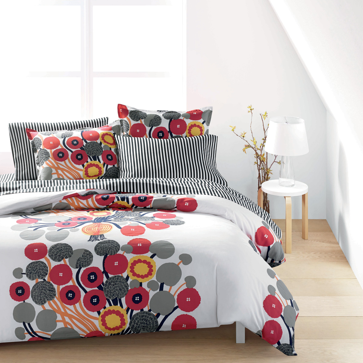 Marimekko Annansilm 228 White Red Grey Percale Bedding