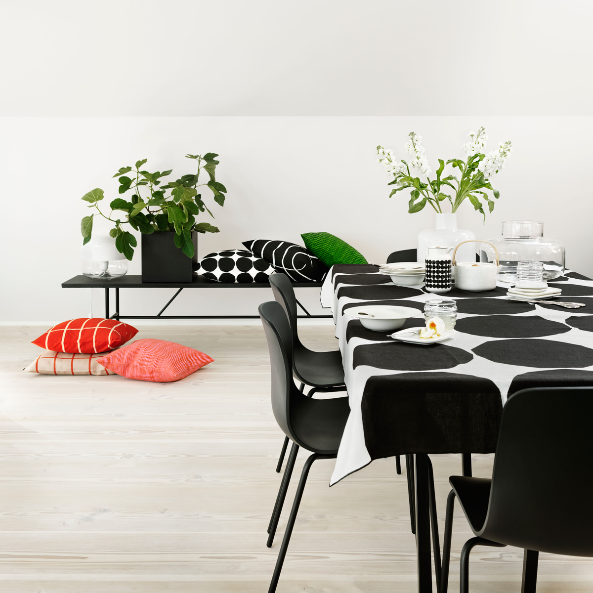 Marimekko Kivet White / Black Tablecloth