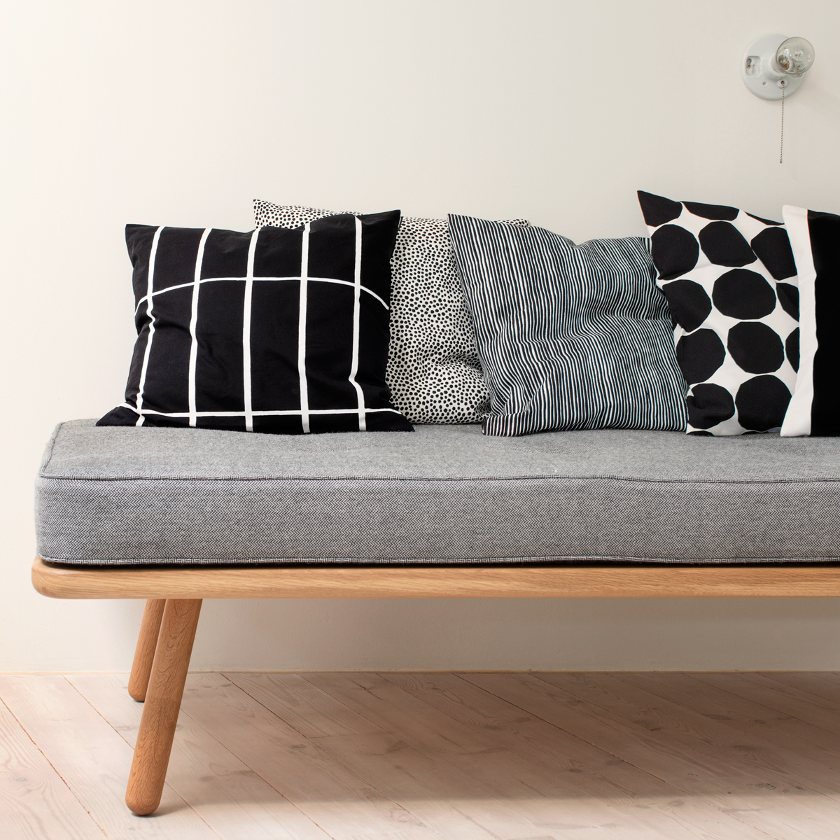 Marimekko Tiiliskivi Black / White Throw Pillow