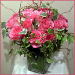 pink roses compact w. ivy square vase