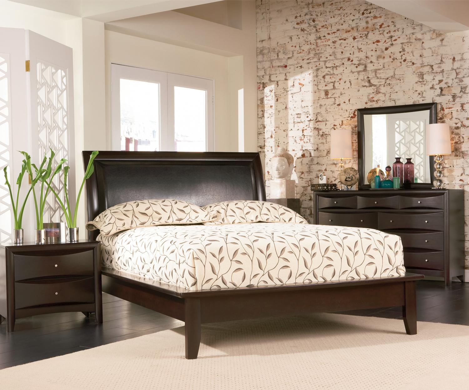 Contemporary 4 Pc Phoenix Queen Platform Bedroom With Vinyl Panel