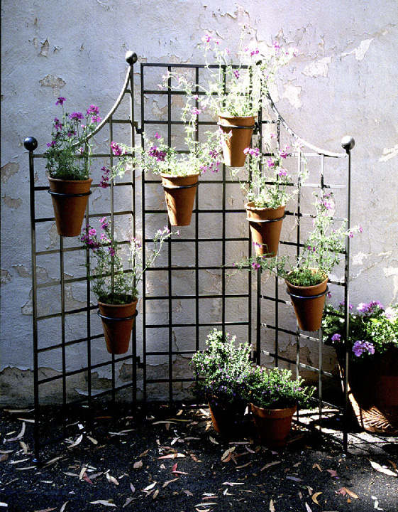 H Iron Garden Screen With (6) 8in. Flower Pot Holders
